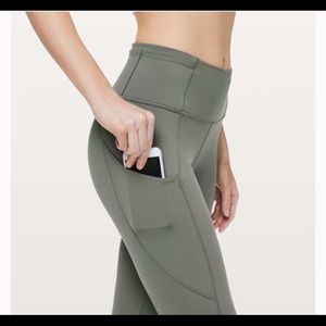 lululemon athletica Pants - Fast and Free HR Crop Lululemon sz 4 - Gently Used